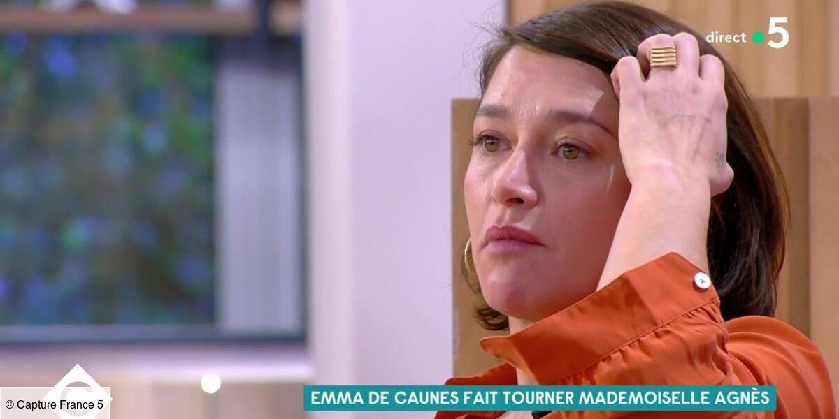 Emma De Caunes très émue par un message de sa fille dans C à vous :