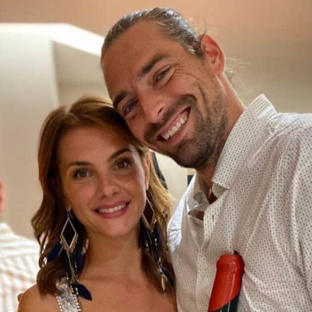 Alice Detollenaere : la compagne de Camille Lacourt partage une photo en soutien-gorge pour évoquer sa poitrine de grossesse post cancer