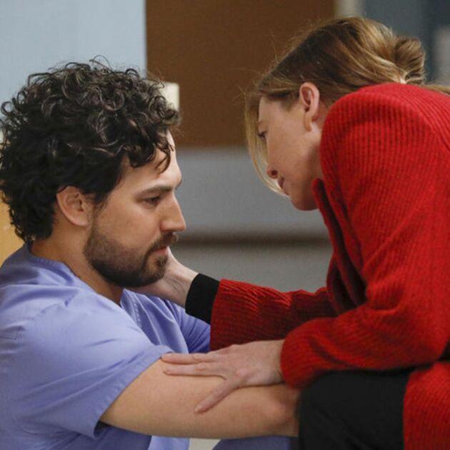 Grey's Anatomy (saison 17) : l'impact de la mort d'un des héros sur un des médecins dévoilé dans une scène coupée au montage