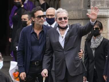 Obsèques de Jean-Paul Belmondo : Alain Delon, Michel Drucker, Jean Dujardin réunis pour des adieux à l'acteur de légende (PHOTOS)