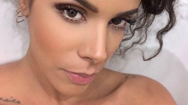 Shy'm : selfie de la chanteuse nue en attendant son accouchement (PHOTO)