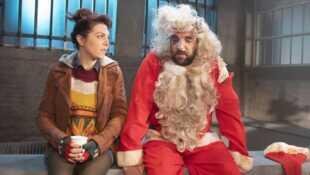 Scènes de ménages Ca s'enguirlande pour Noël