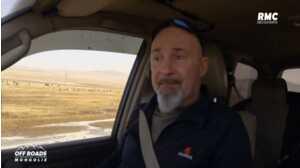 Vincent Lagaf fond en larmes en évoquant son adoption dans Off Roads (RMC Découverte)