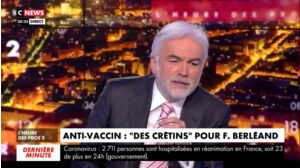 """""""Le crétin, c'est lui !"""" : deux chroniqueurs de L'heure des pros flinguent François Berléand et ses propos sur les anti-vaccins"""