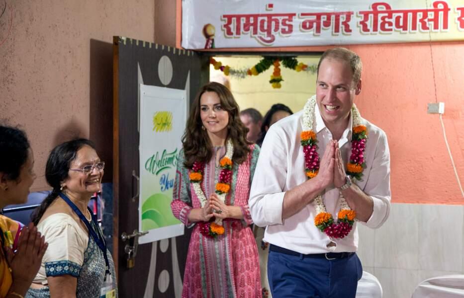 Le prince William et Kate sont arrivés à Bombay le 10 avril où on leur a réservés un accueil chaleureux
