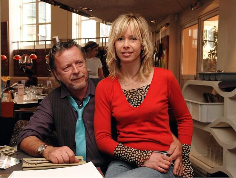 En 2000, Renaud rencontre Romane Serda, jolie jeune chanteuse blonde