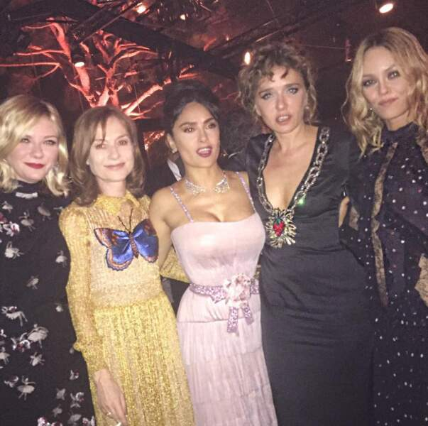 Mais Salma Hayek a aussi posé avec ses copines actrices. Vous les reconnaissez ? Sacrée brochette !