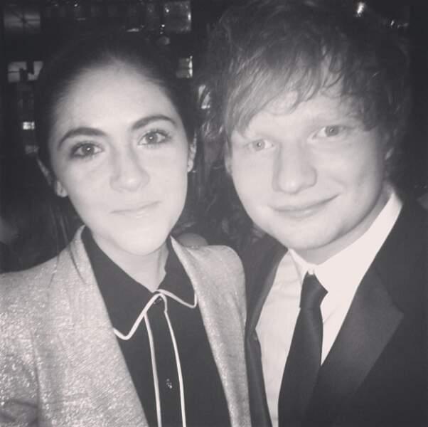 Sur son compte Instagram, on trouve quelques photos avec ses stars préférées : Ed Sheeran...