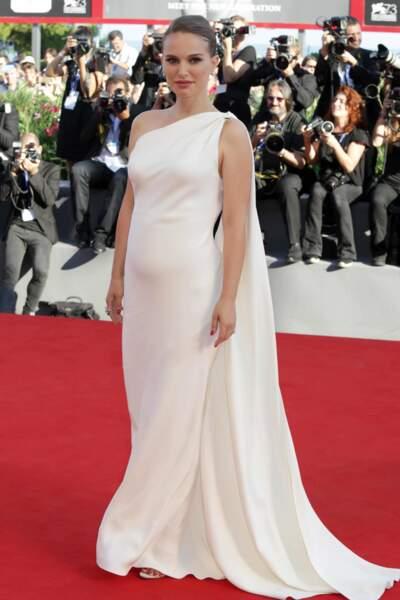 C'est sur le tapis rouge de Planetarium au Festival de Venise que Natalie Portman a officialisé la nouvelle