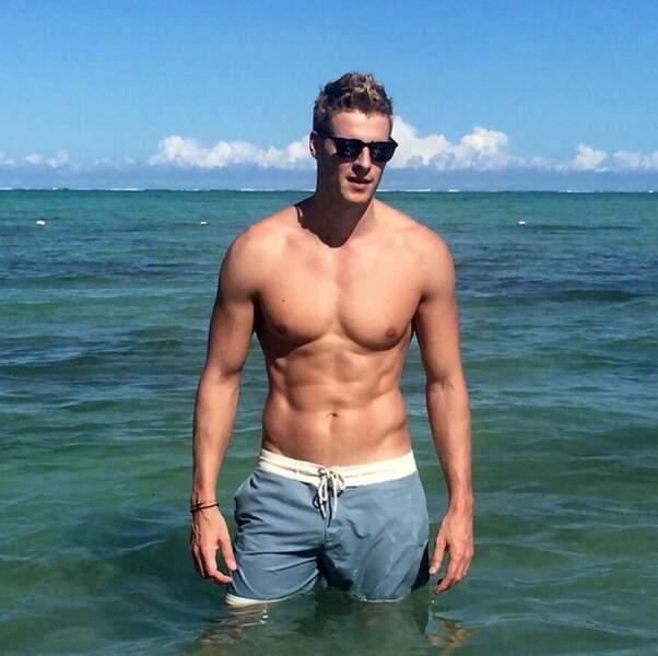 Matthieu Delormeau adore partager ses voyages et loisirs... et montrer ses abdos !