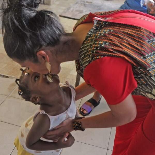 Comme lors de ce voyage au Gabon auprès d'enfants défavorisés il y a quelques mois. Trop cute, non ?