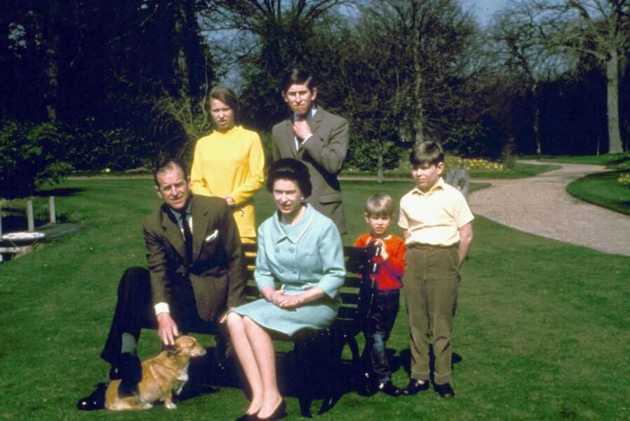 La famille au complet : Andrew et Edward les ont rejoints en 1960 et 1964
