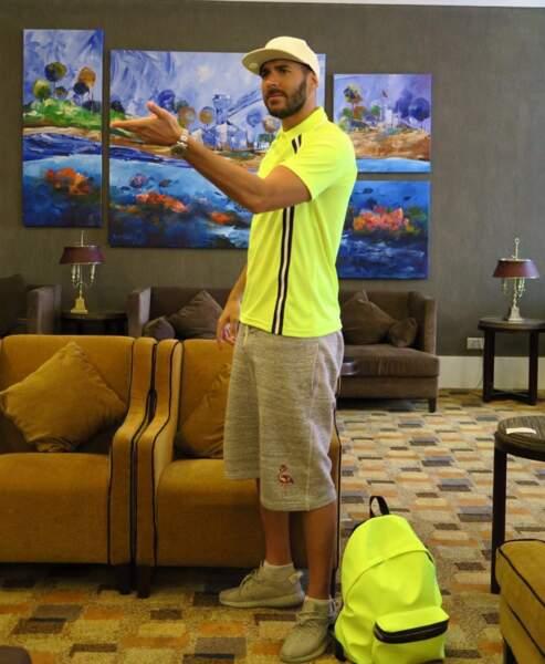 """Astuce """"style et sécurité routière"""" : le combo T-shirt et sac à dos jaune fluo"""