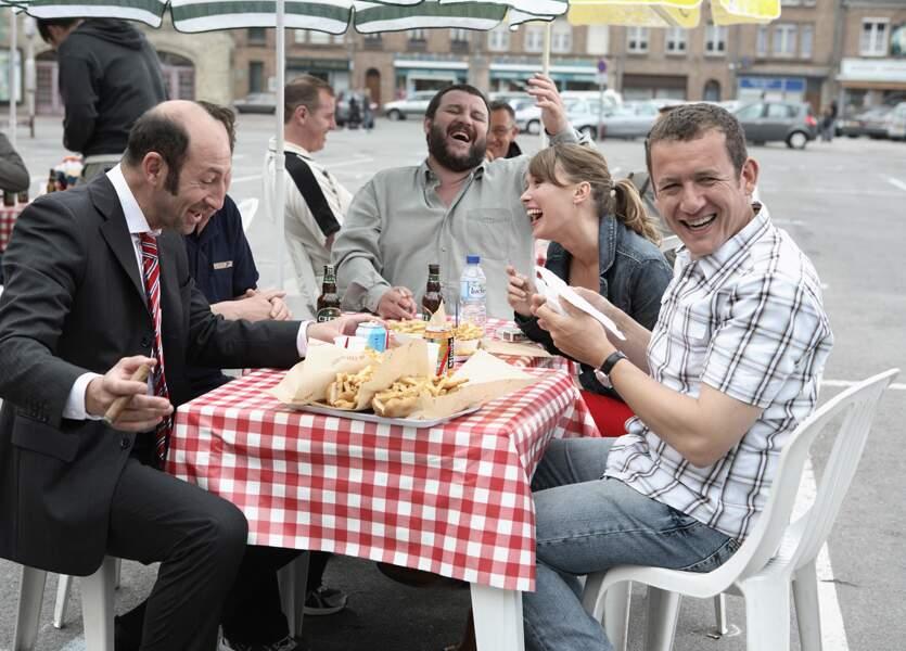 ...les gens du nord mangent souvent des frites, en riant à gorge déployée.