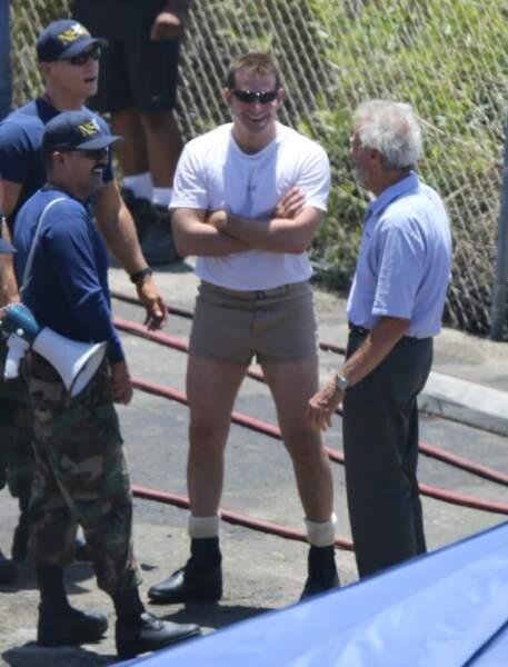 L'acteur est en plein tournage d'American Sniper, le nouveau film de Clint Eastwood (à droite)