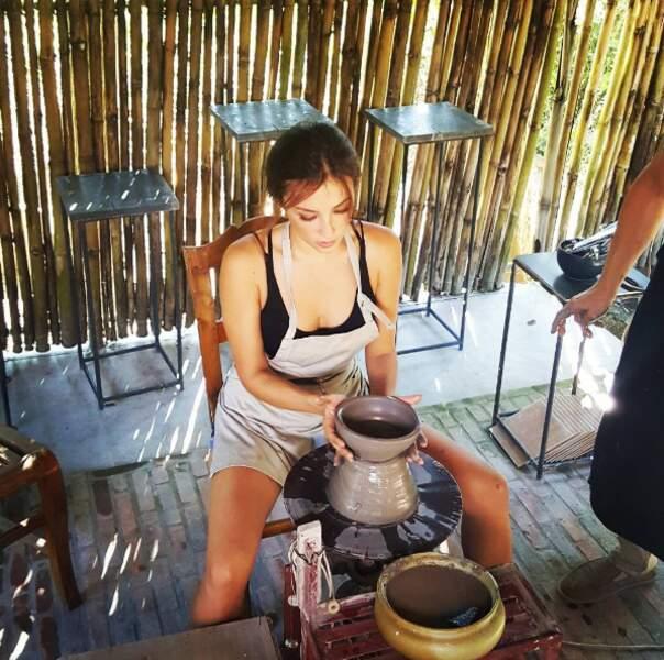 Mais Solenn Heussaf est quand même une fille comme les autres. Elle fait de la poterie...