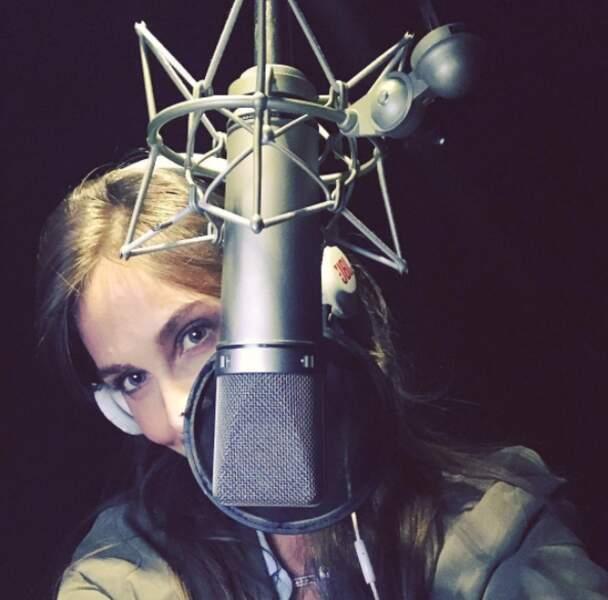 Depuis la rentrée, elle fait aussi la voix off de l'émission de M6 !