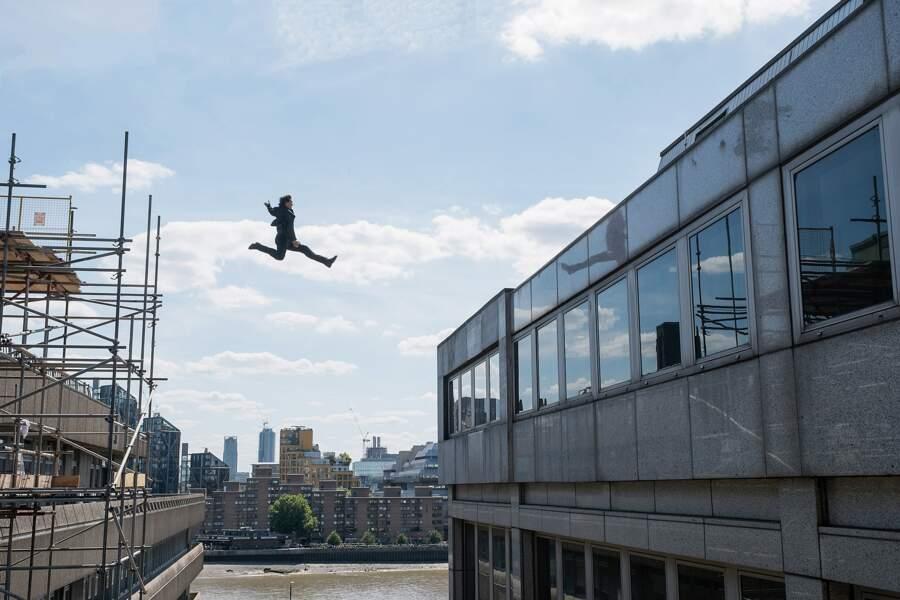 Tom Cruise s'est fracturé la cheville en sautant entre deux immeubles: sept semaines d'arrêt de tournage.