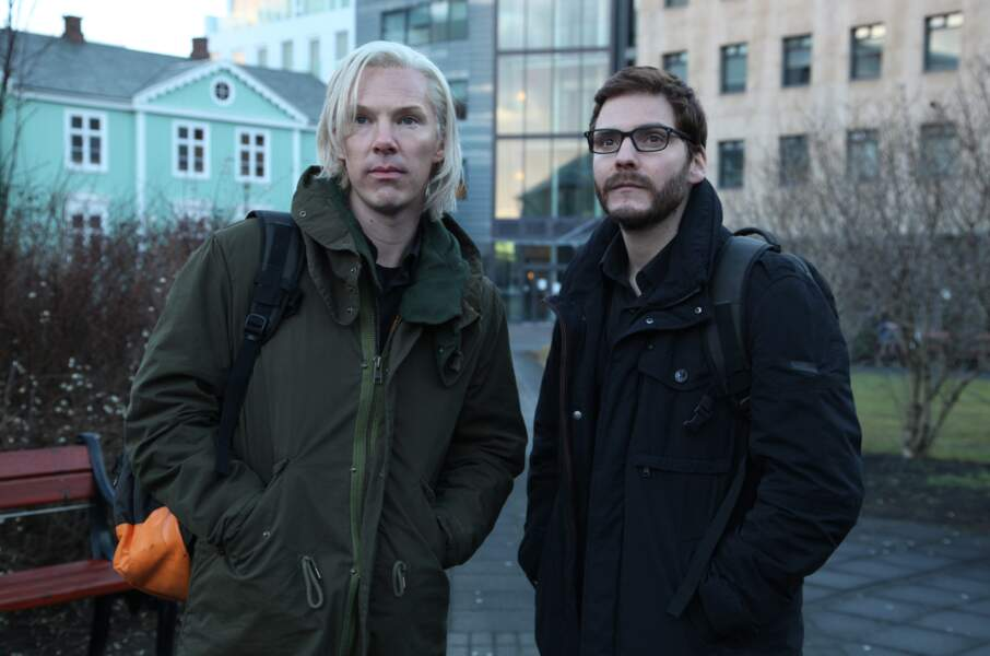 L'acteur s'est décoloré la tignasse pour jouer Julian Assange aux côtés de Daniel Brühl (Le cinquième pouvoir 2013)