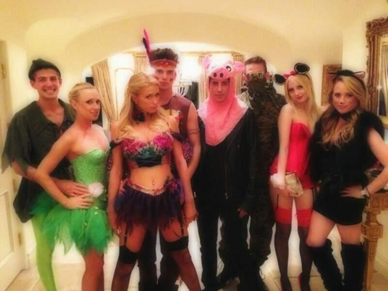 Paris Hilton a tellement d'argent, qu'elle est obligée d'acheter plusieurs costumes pour le dépenser