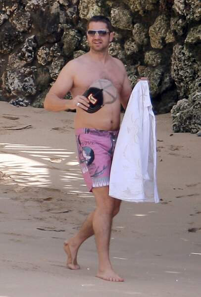 L'acteur Gerard Butler, prêt pour une baignade à la Barbade.