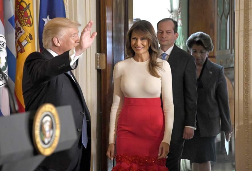 La First Lady portait en effet un pull moulant…