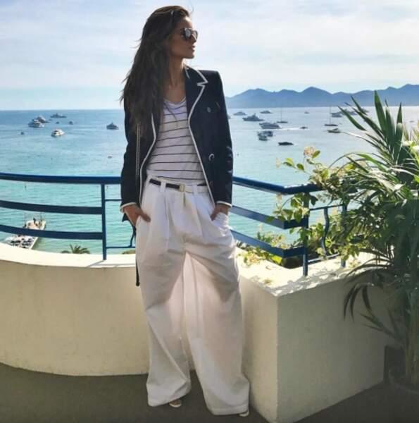Même en pantalon Izabel Goulart est canon !
