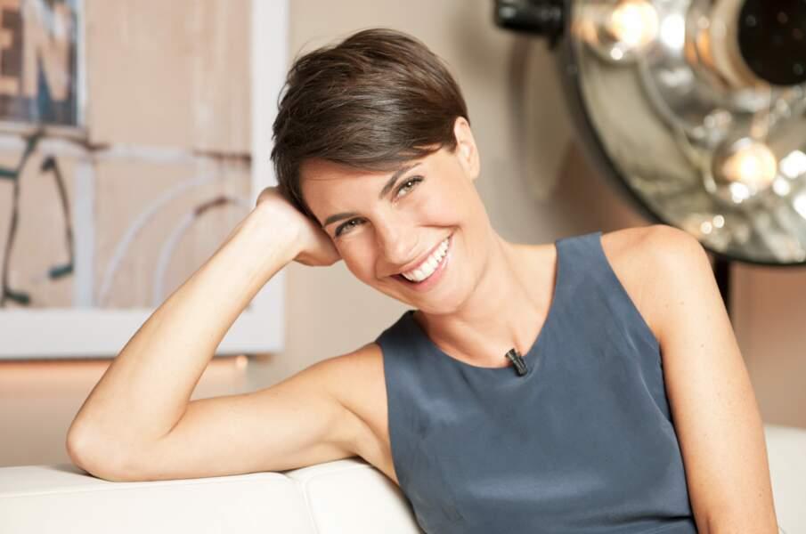 Alessandra Sublet qui pose dans le loft de C à vous (2011)