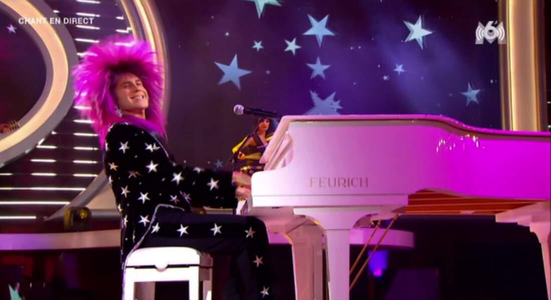 """""""Still Standing"""" pour Elton John. Mais franchement, le déguisement, il est ridicule ?!"""