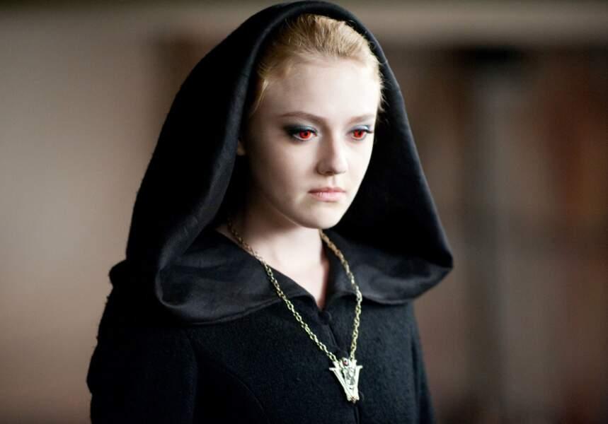 Dakota Fanning est Jane Volturi, une vile vampire