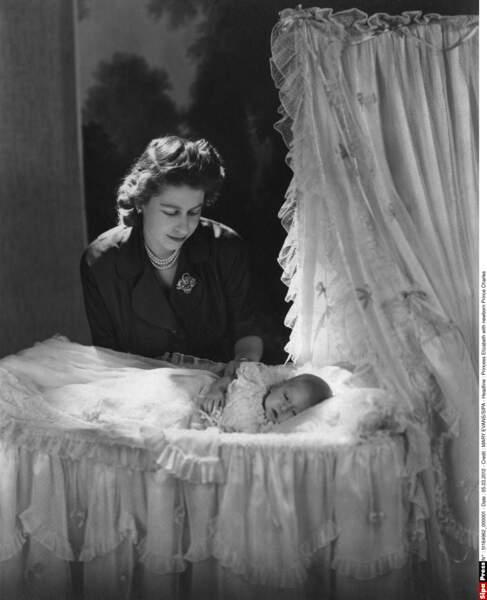 Le 14 novembre 1948, la princesse Elisabeth donne naissance à son premier enfant : Charles