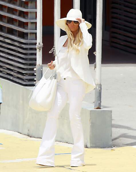 A moins que vous n'optiez pour la tenue de Jessica Simpson. Zéro coup de soleil assuré.