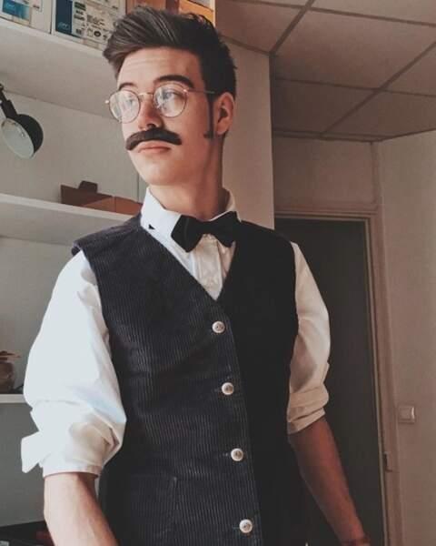 Le youtubeur Seb La Frite s'est essayé à la moustache.