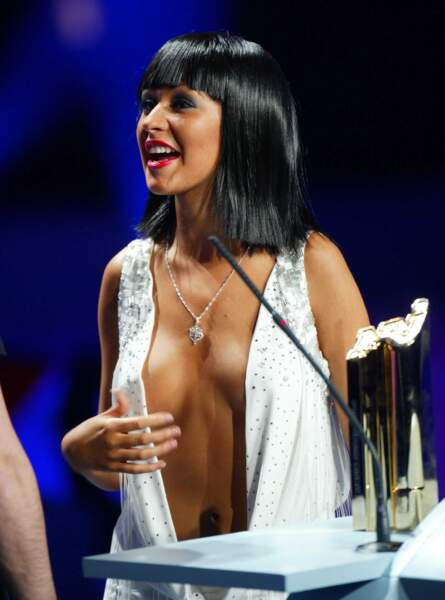 Christina Aguilera sans complexe en 2004, couvrez ces seins que nous ne saurions voir...