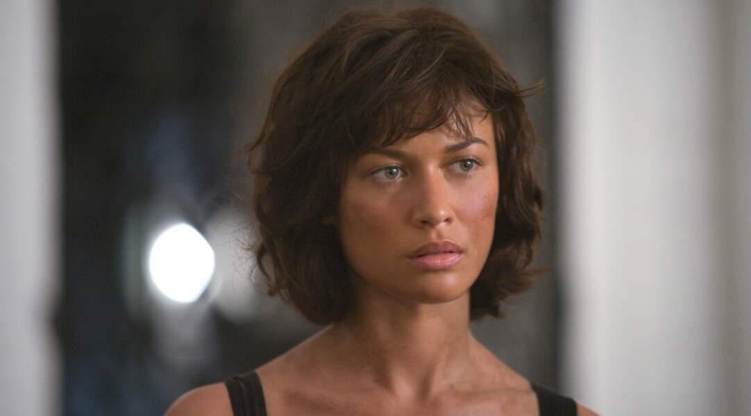 Olga Kurylenko, la bombe ukrainienne adoptée par la France, est ensorcelante dans Quantum of Solace (2008).