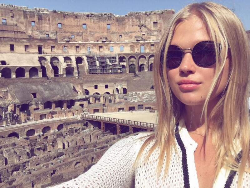 La top-model Vita Sidorkina a fait la touriste à Rome.