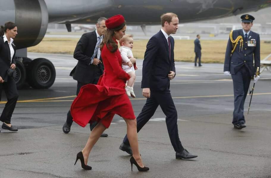 George est scruté, mais on notera aussi l'ultra-classe de Kate, duchesse de Cambridge
