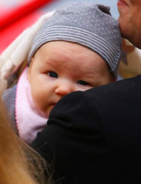 Pendant ce temps, la petite dernière se faisait discrète... Mais qu'est-ce qu'elle est belle !