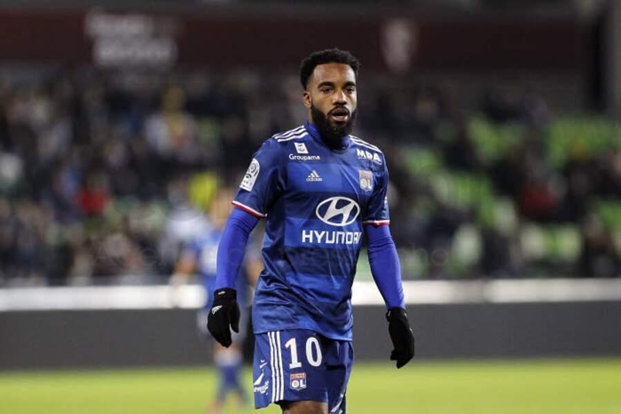 15. Gros salaire pour Alexandre Lacazette. Le Lyonnais récolte aussi 350 000 € bruts chaque mois.