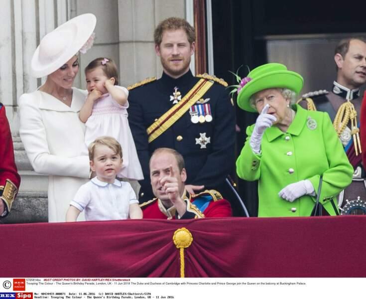 Mais que peut bien montrer William à son fils aîné ?