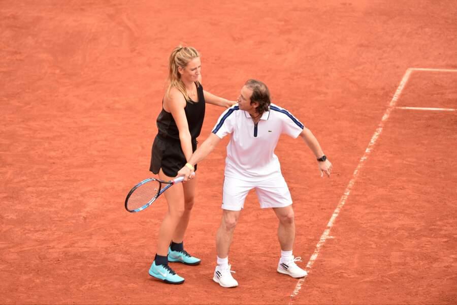 Victoria Azarenka s'improvise prof de tennis de Phillippe Candeloro. Mais ce n'est pas gagné !
