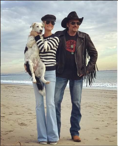 2016 : c'est l'hiver sur la plage de Malibu, le blouson frangé est de rigueur