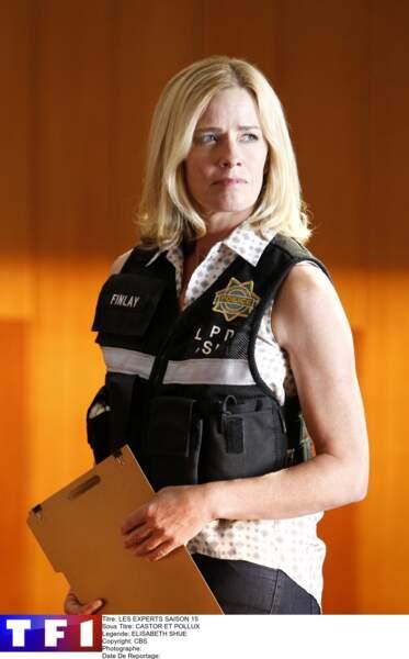 Elisabeth Shue tenait le rôle de Julie Finlay