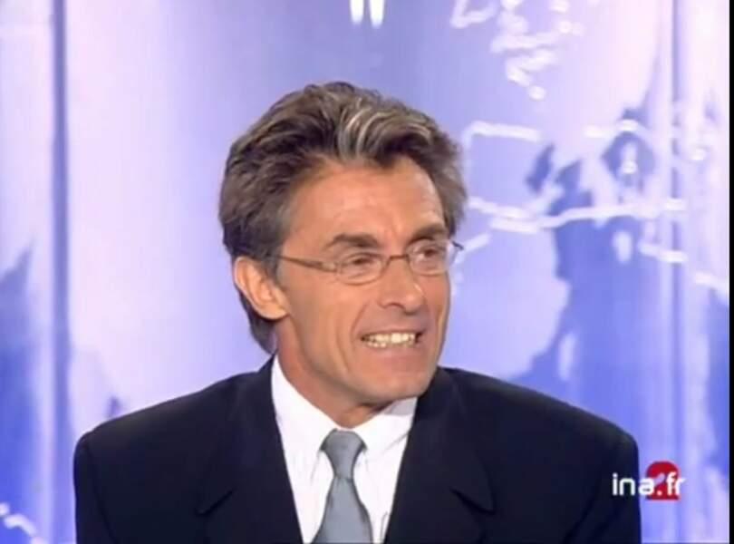 Entre 2000 et 2001, au tour du journaliste sportif Gérard Holtz de tenir les rênes du 13 heures de la Deux.