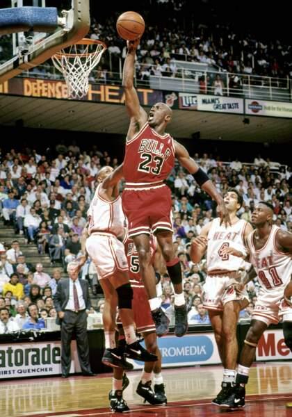 Michael Jordan a joué pour les Chicago Bulls de 1984 à 1993 puis de 1995 à 1999