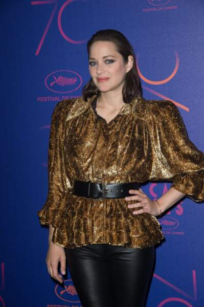 L'actrice a aussi osé une tenue très Godefroy de Montmirail !