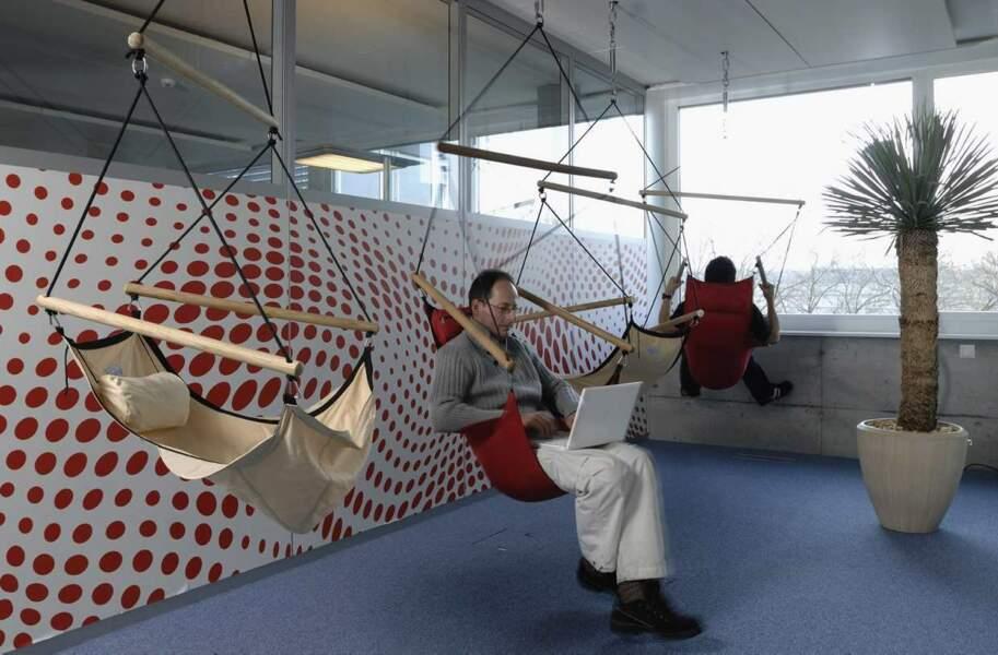 Dans les bureaux suisses de Google, on peut préparer ses réunions dans des balançoires...