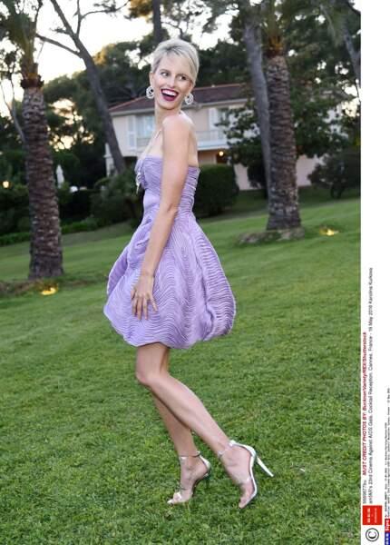 Karolina Kurkova dans les jardins du splendide hôtel Eden Roc où se déroulait le gala