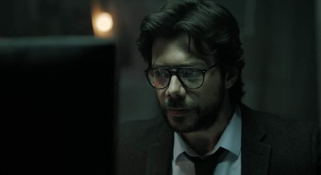 ... qui, derrière ses lunettes et sa tenue discrète, cache bien son jeu