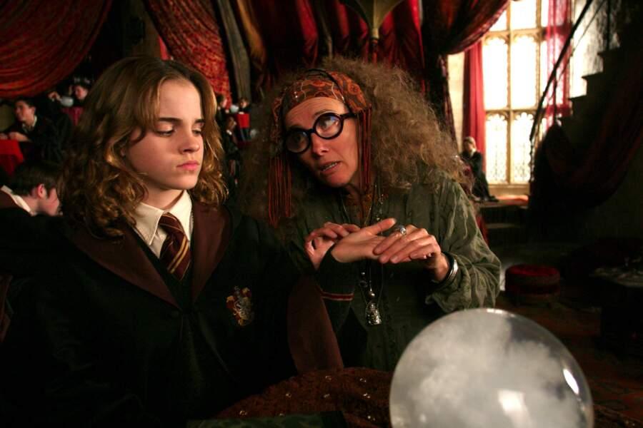 Hermione au côté de Sibylle Trelawney (alias Emma Thompson) dans le Prisonnier d'Azkaban